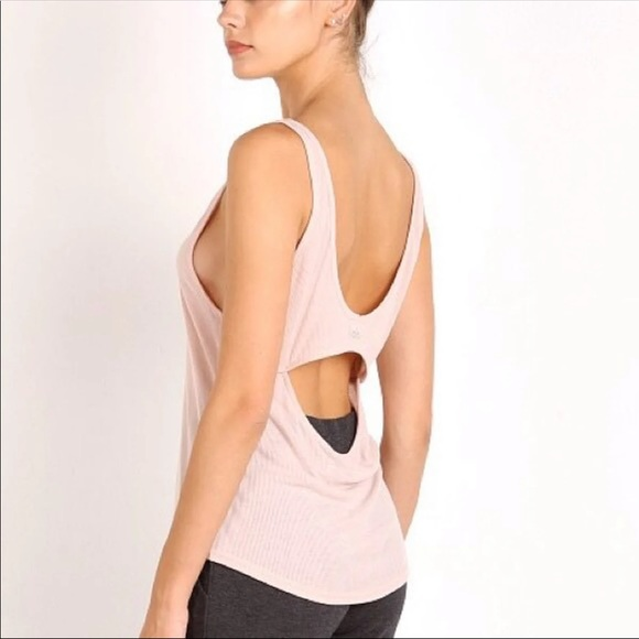 9a0c364647acc0 ALO Yoga Tops - Alo yoga heat wave tank ♥️
